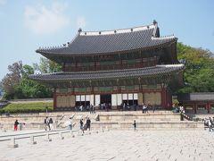こちらが仁政殿。王の即位の礼や外国使節との接見等、国の公式行事が行われた場所となります。