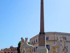 クイリナーレ広場にきました。 ローマの7つの丘のなかでも一番高い丘です。 クイリナーレのオベリスク(Obelisco del Quirinale)