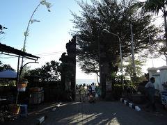 タナロット寺院入口 門をくぐると海です。