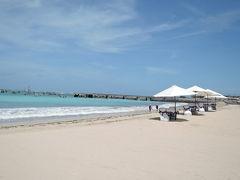 6日目 クラクラバスで空港近くのリゾート地ジンバランとスーパー・カルフールへ行きます。 ジンバランは空港南西のリゾート地です。海は青く、砂浜は白く綺麗です