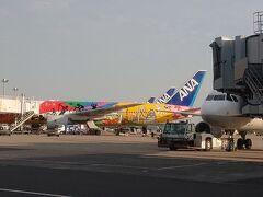 Day5 無事に羽田空港に到着。 窓からはオリンピック仕様の飛行機が見えます。