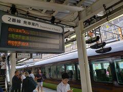ところで、四万温泉やまどり号は「快速」を名乗っていますが所要時間は普通快速列車とあまり変わりはありません。 ですので道中は結構信じられないくらいノロノロ運転で走っていたりもします(笑) 途中駅は高崎で7分、新前橋で11分の停車時間がありました。