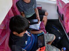 孫兄弟はゲームに熱中。風景見ることなし。
