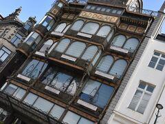 第1の目的地。 ブリュッセル王宮のちょっと手前にある、楽器博物館。 ガイドブックで見て、これは行かねば、と。  しかし、しかし。   まさかの休館日!!!!   行き当たりばったりがすぎました。