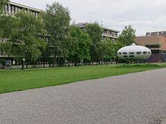 続いては、道を挟んで、現代芸術の殿堂 ピナコテークモデルネ UFOが目印です。