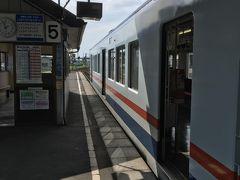 シャトルバスを利用して関東鉄道常総線の下館駅に戻ってきました。  今年は8月4日に千葉県柏市の「あけぼの山公園」のひまわりを見に行き、見頃は過ぎていましたがとても感動し、8月8日のバスツアーでは道の駅明治の森(栃木県)でひまわりが見られると期待していたら、全く咲いてなくてガッカリし、そして今回「あけのひまわりフェスティバル」ではちょうど見頃でとてもキレイな八重ひまわりが見られて満足出来ました。  最後までご覧頂きありがとうございました。