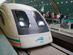 磁気浮上鉄道 上海浦東空港から市街を結ぶリニアモーターカー。最高速度430km/h。