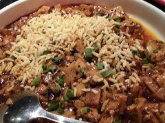 新天地で食べた中国料理の創作料理。乾燥チーズがかかった麻婆豆腐。まずくは無いが、微妙な感じ。
