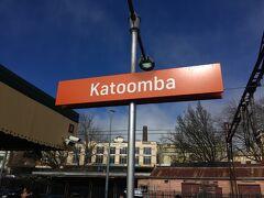 Katoomba駅に到着!  快晴!! ですが、寒い! 寒すぎて震えている私。。。  女性トイレは長蛇の列。