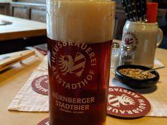 さぁ、本命のアルトシュタットホフ。 レッドビア。 (゚д゚)ウマー 私はいろんな人にコレを広めている。 ここで飲んだビールがドイツで一番美味しかったという評価をみたとき、うれしくなる。