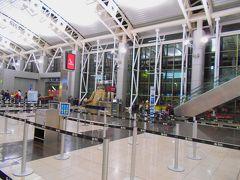 01:15モーニング・コール。  02:00ラディソン・サンホセを出発し、フアン・サンタマリア国際空港(サンホセ空港)に向かいました。  写真はフアン・サンタマリア国際空港の出発ロビーです。