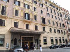 これが、ハスラー ローマ  スペイン広場の階段を上ったところにあります