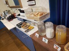 青森銘柄のお米と豊富なパンもあります。  お腹を十分に満たし、3日目スタートです!