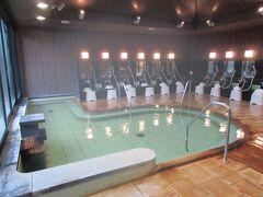 かんぽの宿奈良の平城宮温泉。 朝は入浴客がほとんどおらず、お風呂を撮ることができました。
