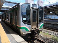 家を出発してから約2時間後、福島駅に到着。  …まだこのあたりまでは平気だよね。  郡山行きに乗り換えます。