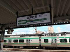 会津若松駅に到着。  息子はシールブックで遊んでてくれました。 18きっぷ旅いけるじゃん。 (帰りはどうかわからない)