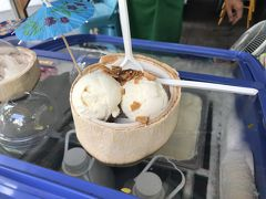 こちらはココナッツのアイスクリーム