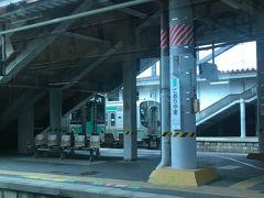 郡山までは、裏磐梯へ行く時と全く同じルートだったので問題なくクリア♪ ここから先はいよいよ乗ったことない路線に入ります!  まずは福島駅を目指して東北本線の続きに乗車。 4両編成でトイレは2つあり。 ボックス席に座って福島へ向かいました。