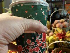 町中にはフレッシュジュースが飲めるお店がところどころにあり、大好きなマンゴスチンジュースを飲んでみました。 いやはや、飲むマンゴスチンも良いもんだねぇ。  フルーツヘブン 場所はここ https://goo.gl/maps/4gaEmE86opNGAhwn8