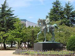 中央公園を横切ったところ~と通りかかった方から道案内していただきましたが、こちらまで結構な距離で・・ 写真は山県有朋像=1838年生・父は萩の藩士で松下村塾に学び、陸軍の軍人になった方だそうです。