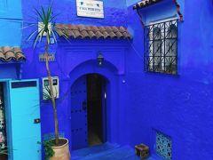 車を降りて徒歩で旧市街にあるリヤドへ。 きた、きた、青っ! Casa Perleta 小さな可愛らしいリヤドでした。