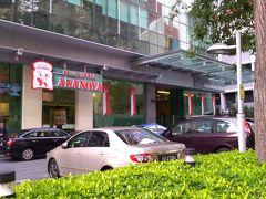 by the way,  どうやらシンガポールは オサレベーカリー&カフェが人気のようですね 泊まっていたホテルのもう一本裏手に 浅野屋さん  車で乗り付けるひとも・・・