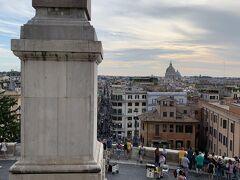 夕方、ローマに到着。レンタカーを返却後、ローマの街を散策。 スペイン広場の上に到着しました。 上の広場はトリニタ デイ モンティ広場というんですね~。