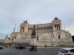 ヴェネツィア広場から見えるヴィットーリオ・エマヌエーレ2世記念堂