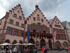 フランクフルト旧市庁舎 運が良ければ結婚式を見ることができるとか!?