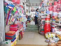 最後に夫のリクエストで市場へ。  ザ・ベトナム!って感じの市場です。