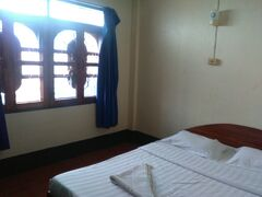 宿泊したのはランカムホテルです。  ホテルの周辺は売店、レストランなどがあり便利です。 安い部屋だったので壁は薄く、wifiもフロントのみでしたが割り切りました。