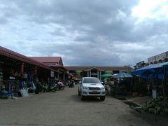 小さな市場がありました。観光客はおらず、地元の方ばかり。