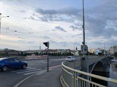 更にその先に進んでシュテファーニクフ橋へ。 皆さんおっしゃる様にこちらはこれと言った観光要素はない様です。