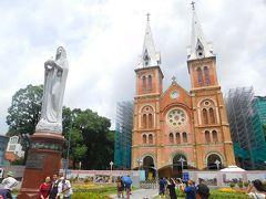 大聖堂に到着 現在改修中 二つの建物(大聖堂・中央郵便局)は観光名所の様で ツアー客で混んでます