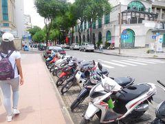 大聖堂前の路駐バイク