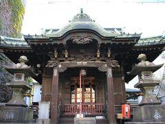 品川駅高輪口歩いて数分のところに高山稲荷神社があります。今まで素通りしていましたが、初めて参拝しました。  第一京浜沿いにあり周りをビルに囲まれていて境内は狭いのですが、社殿は彫刻が施されていて見るからに歴史を感じることが出来ます。 また、切支丹燈籠も保存されています。