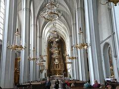 前日に王宮観光していた際には場所がいまひとつ判らず行けなかったアウグスティーナ教会へ入りました。