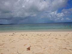 歩いて1分くらいでビーチ。 すこし曇っちゃって、想像してたよりは・・・ あれ? そんなに綺麗じゃない・・・かも?