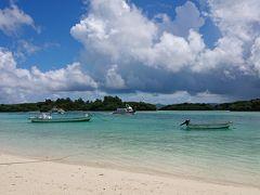 来たぜ 川平湾! ほんとに綺麗! ガイドブックの写真と同じ!  時間ないからグラスボートは乗らないよ。