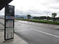 この後の行程から空港リムジンバスではなく8:30発の空港ライナーで肥後大津駅へ 空が明るくなってきた