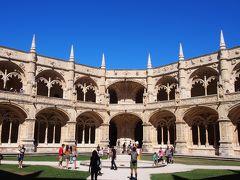<ジェロニモス修道院> 16世紀のポルトガルの栄光を今に伝える白亜の大寺院。マニュエル1世(Manuel I/1469~1521年)が、ヴァスコ・ダ・ガマの海外遠征で得た巨万の富を費して建てたもの。16世紀初頭の着工から300年以上の期間をかけて19世紀に完成した。その完成度の高さからポルトガル建築の最高峰と讃えられる。1983年、世界遺産に登録された。(JTBより)