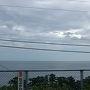 海が間近に見える根府川駅。 今回は車窓から。