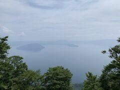 十和田湖・御鼻部山展望台   マイナーな展望台です。はっきり見えればきれいなんでしょうけど…涙