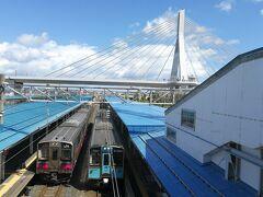 弘前から約50分ほどで青森駅に到着しました。