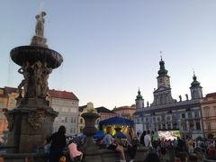 Náměstí Přemysla Otakara II. プシェミスル・オタカル2世広場  そのうち、ロックバンドが演奏を始めました。