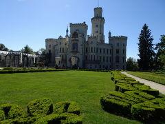 フルボカー・ナド・ヴルタヴォウ城 Státní zámek Hluboká  城が見えてきました。