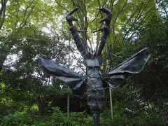 後からわかったのですが、ビュフェの自宅の庭に置かれていた彫刻作品のクワガタ、だそうです。
