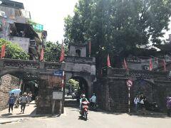 旧市街といえど、あまり古い建物は残っていなく、この東河門は現存している貴重な建物なんだとか