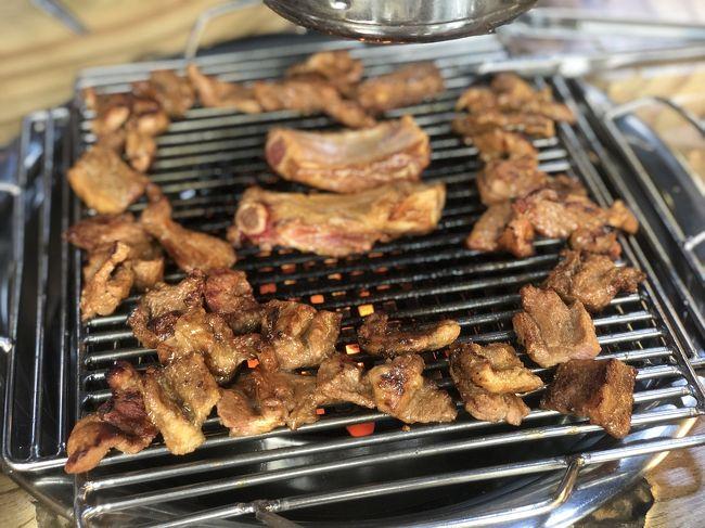 豚カルビ 14,000Wを2人分注文!<br / ><br />予め軽く焼いてから運ばれてくるの<br /><br />すでに美味しそうな炭火で焼かれたお肉のいい匂い~!<br /><br />甘めのタレと炭のいい香りがする豚カルビは柔らかくて美味しかったです(^^)
