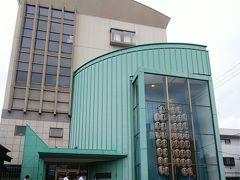 赤れんが郷土館から徒歩5分ほどで、「秋田市民俗芸能伝承館(ねぶり流し館)」に到着。 郷土館とねぶり流し館の共通券を購入すると、2館¥250で見学できます。